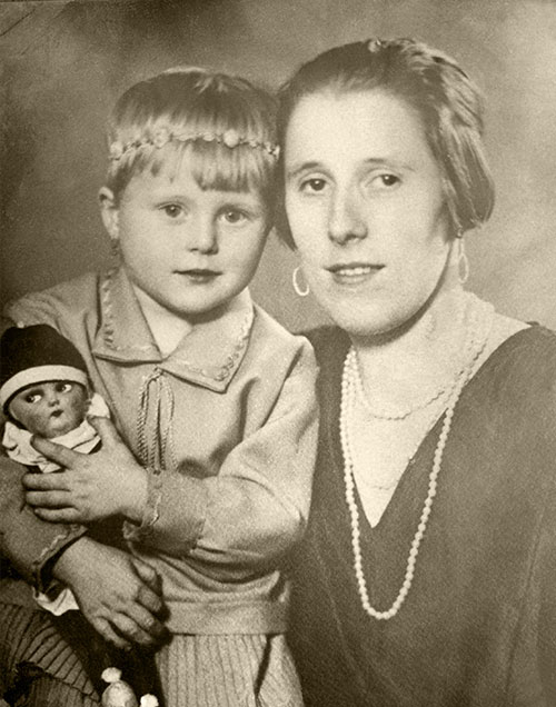 1930's restored imag of mother and child